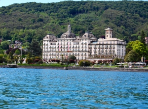 One of the fancy hotels along the Stresa boat basin.
