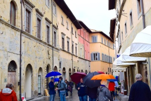 """Intrepid travelers make their way down the narrow and colorful streets here in Sansepulcro to find the """"best"""" ristorante in town."""